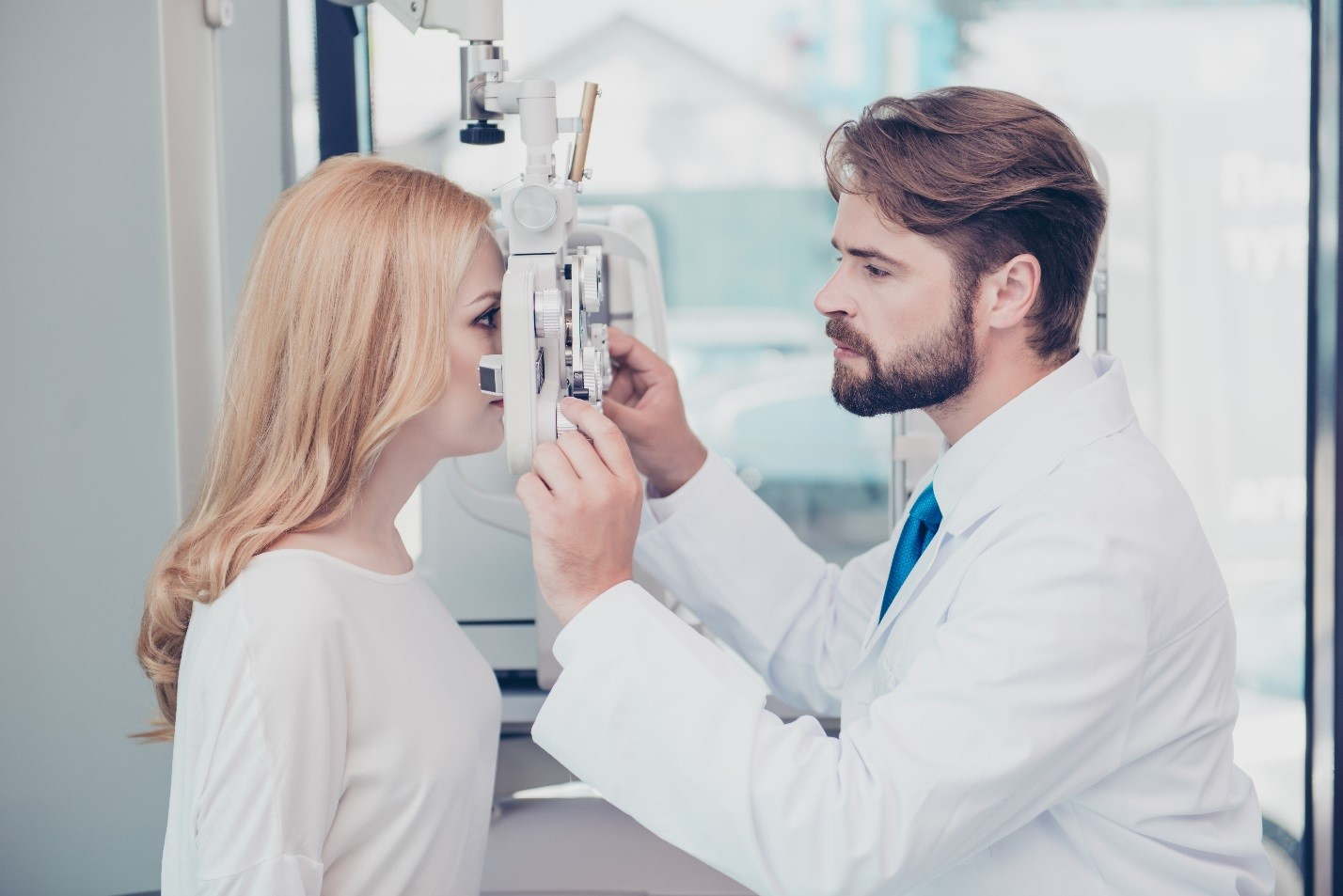 HOW A VISIT TO YOUR EYE DOCTOR CAN BENEFIT YOUR OVERALL HEALTH