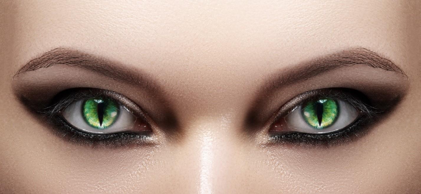 The_Risks_of_Wearing_Non-Prescription_Decorative_Contact_Lenses